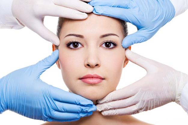 donna dopo lifting del viso non chirurgico